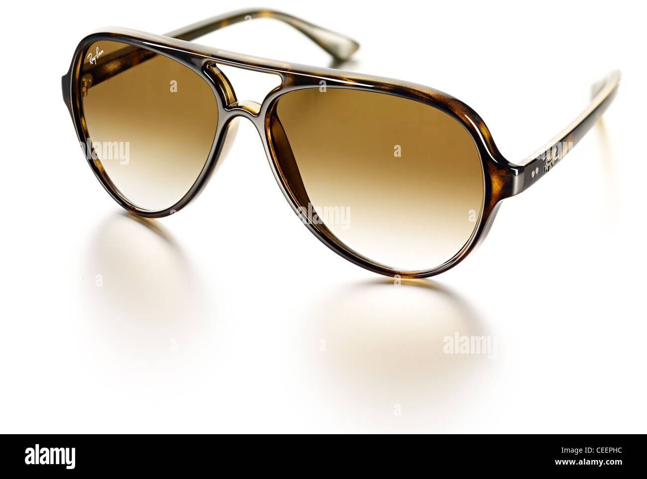 bd42c3acf7 Lunettes style Ray Ban Banque D'Images, Photo Stock: 43350984 - Alamy