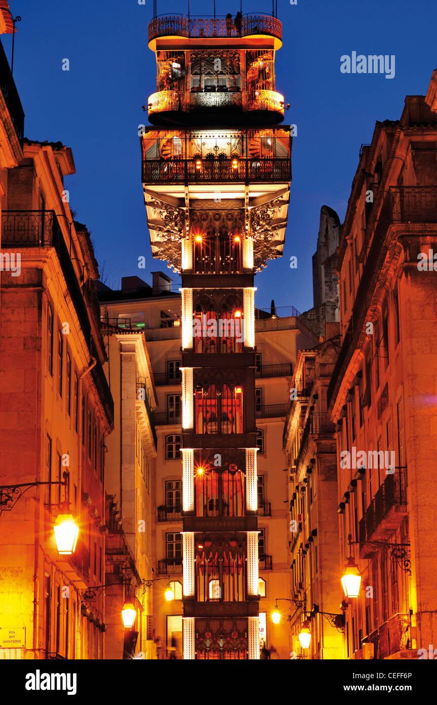 Portugal, Lisbonne: Santa Justa ascenseur lumineux nocturne Photo Stock