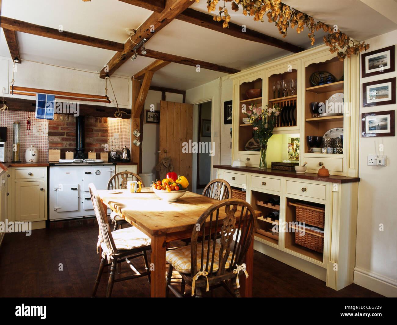 Aga blanc et crème montée dresser in cuisine de campagne à l ...