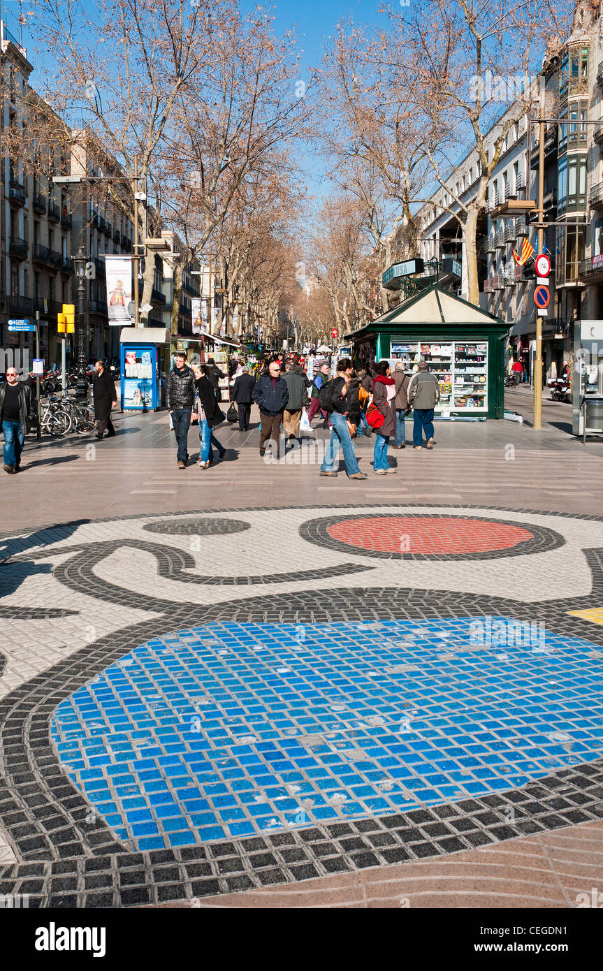 Mosaïque de la chaussée par Joan Miró sur la Rambla, Barcelone, Catalogne, Espagne Photo Stock