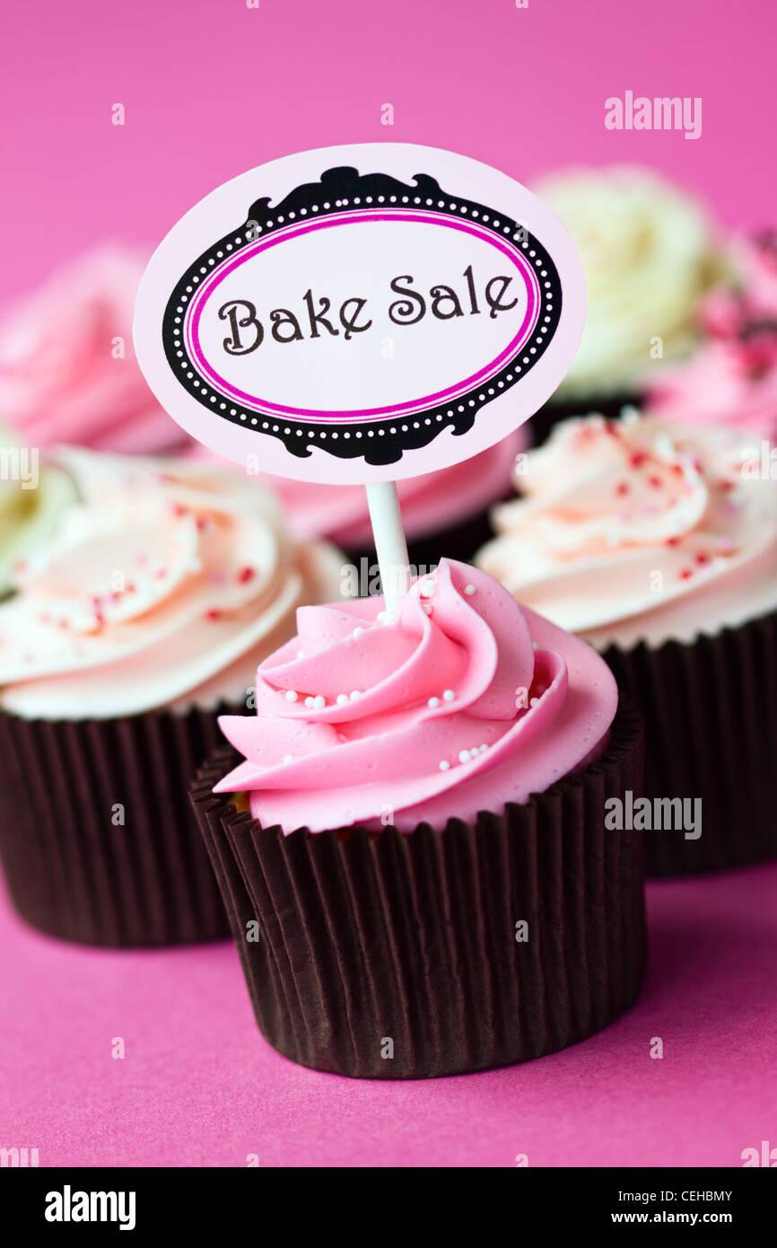Cupcakes pour une vente de pâtisseries Photo Stock