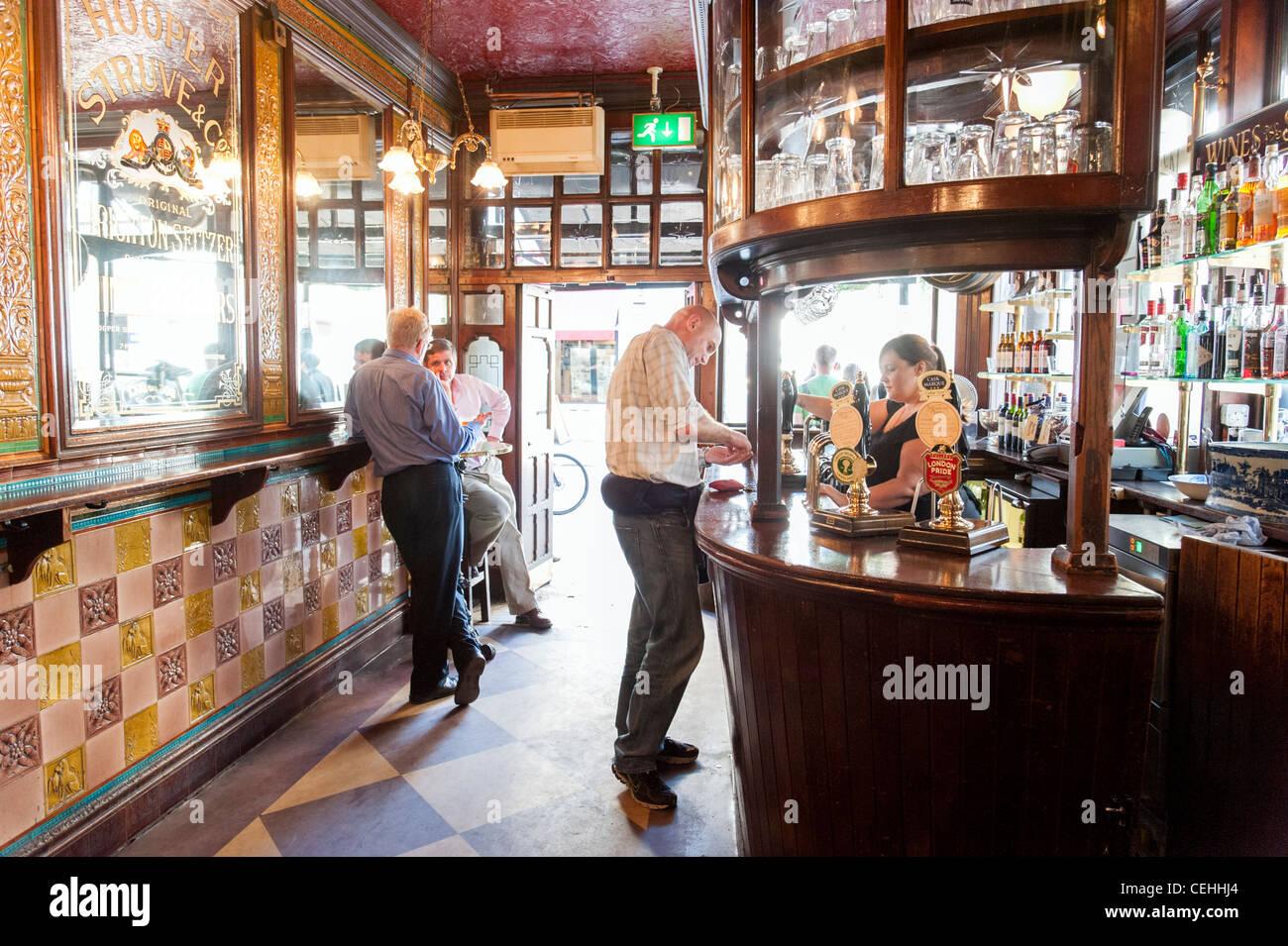 Le chien et le canard pub, Soho, London, England, UK Photo Stock