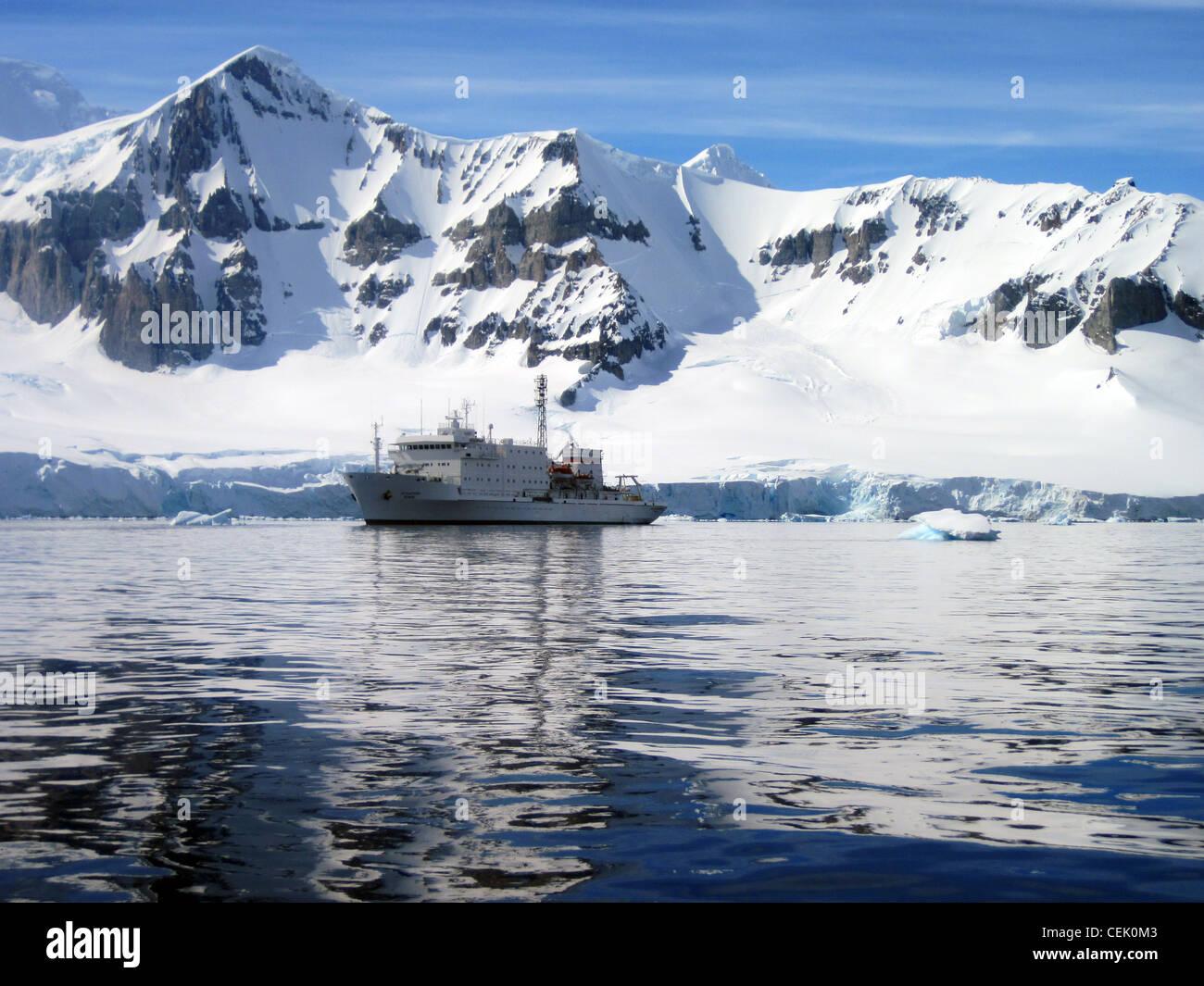 Navire est l'Antarctique Banque D'Images