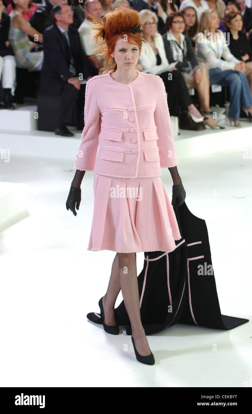 Paris Chanel, Haute Couture un costume rose W noir avec gants et  chaussures, les db18d849455