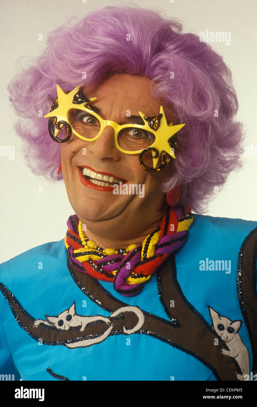 Dame Edna Barry Humphries moyenne. HOMER SYKES ARCHIVE Photo Stock