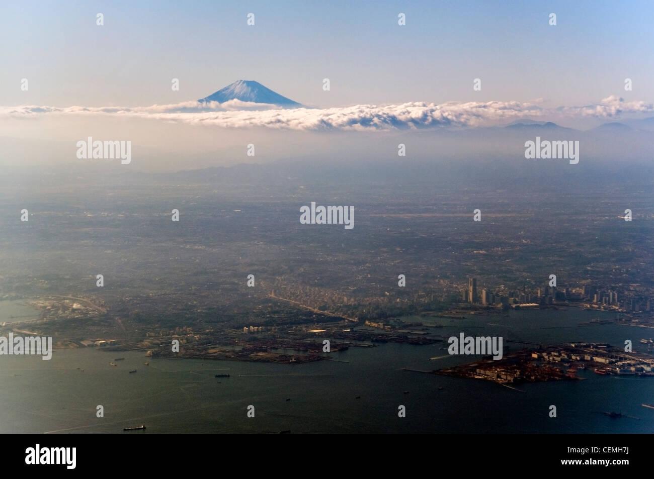 Vue imprenable sur Tokyo avec le Mont Fuji en arrière-plan Photo Stock