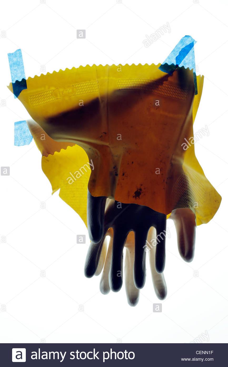 Ménage cassée avec du ruban adhésif bleu gants de travail Banque D'Images