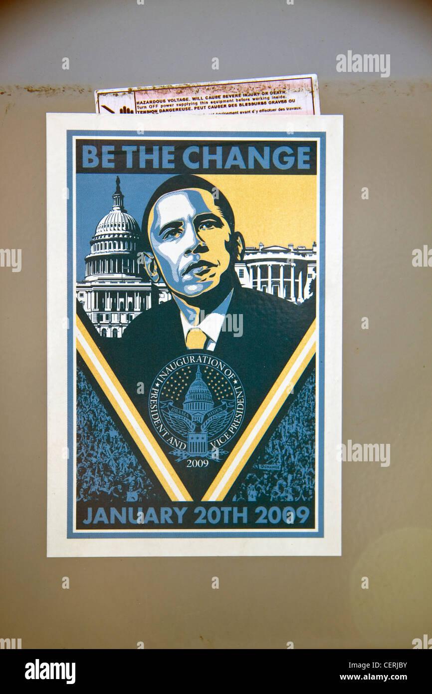 9db4004eebe Le président Barack Hussein Obama Être le changement  avec Shepard Fairey  sérigraphie autocollant Photo