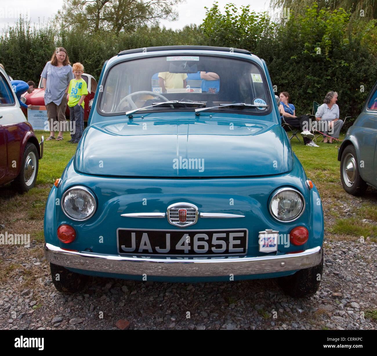 Vintage Fiat 500 Version Originale A Une Exposition De Voiture