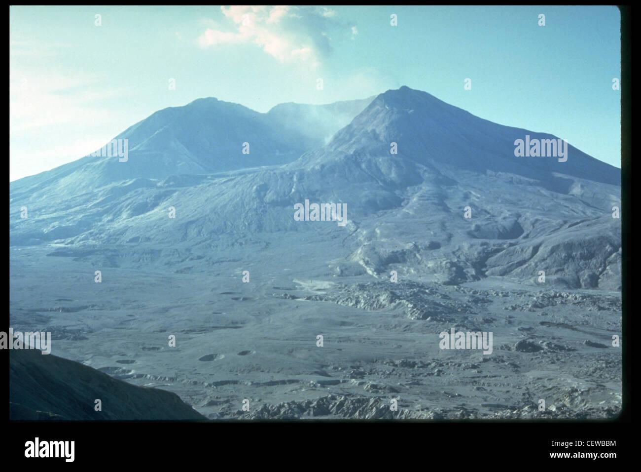 Mont Saint Helens peu après l'éruption du 18 mai 1980, comme vu de Johnston's Ridge. Photo Stock