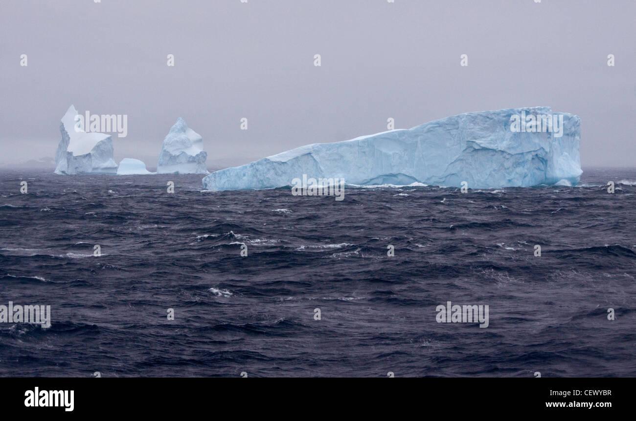 Les icebergs dans l'océan du Sud, Péninsule Antarctique Photo Stock