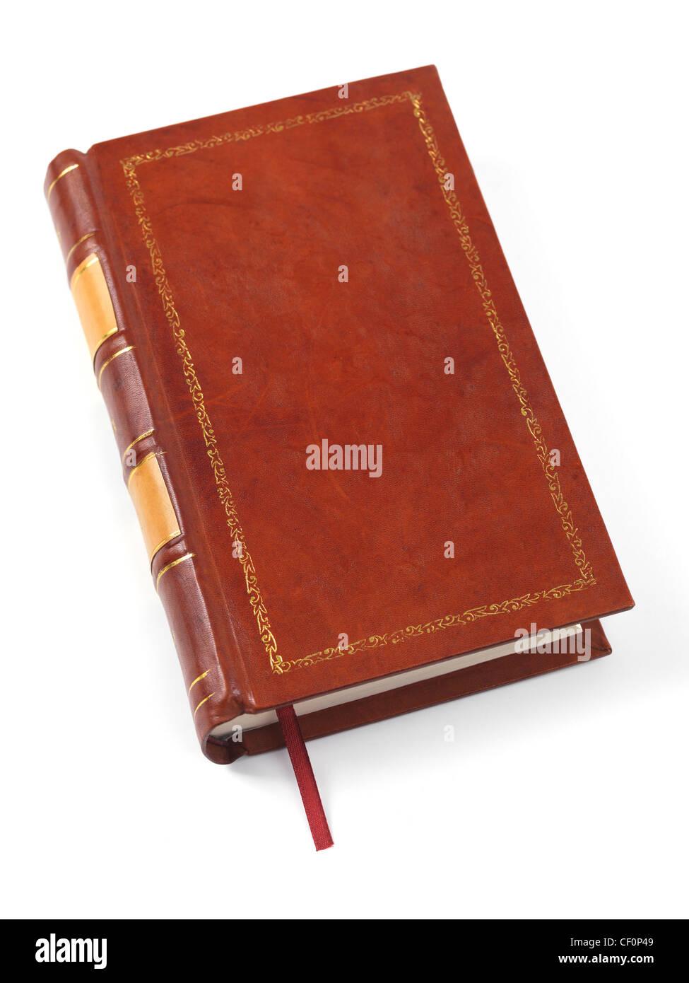 Livre relié de cuir brun couverture rigide isolé sur fond blanc Photo Stock