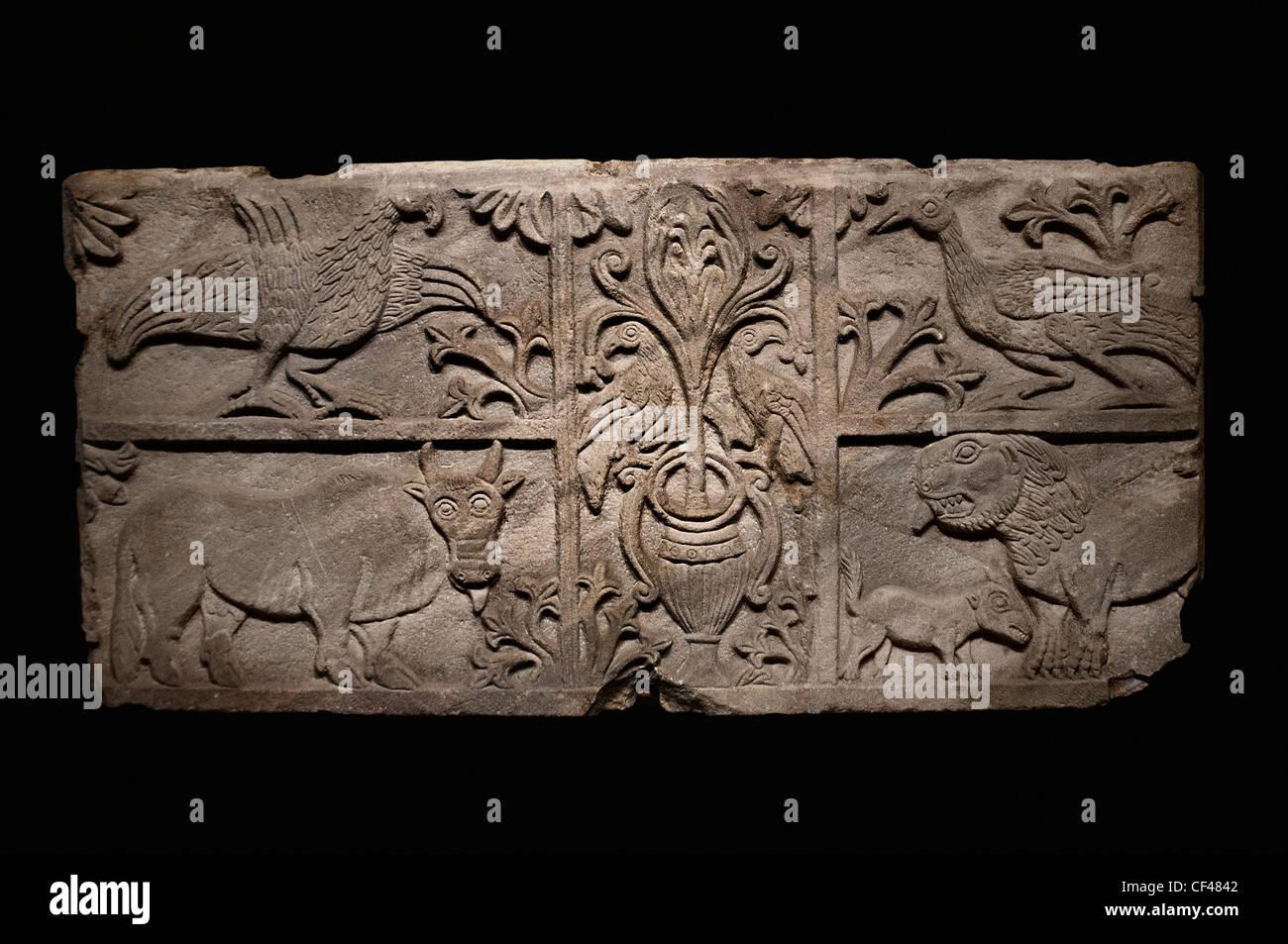 Avant de autel orné de représentations symboliques 8 végétales et animales - 9 100 Italie Italien Photo Stock