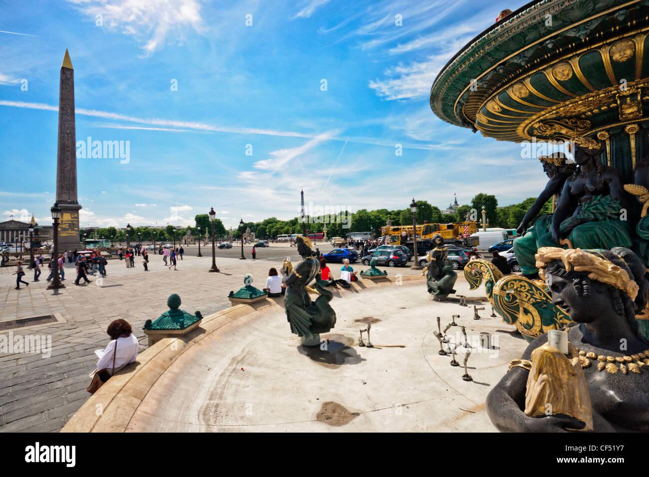 Paris, place de la concorde. fontaine de river de commerce et de navigation avec l'obélisque de Louxor et de la Banque D'Images