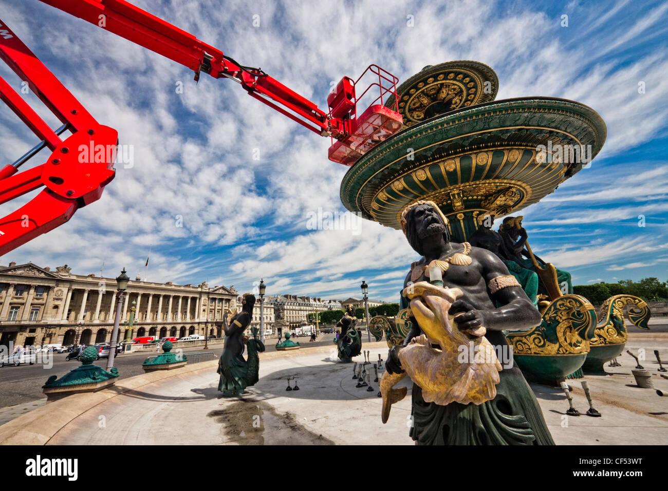 Paris, Place de la Concorde. opérations de maintenance sur la Fontaine de River de Commerce et de navigation. Banque D'Images