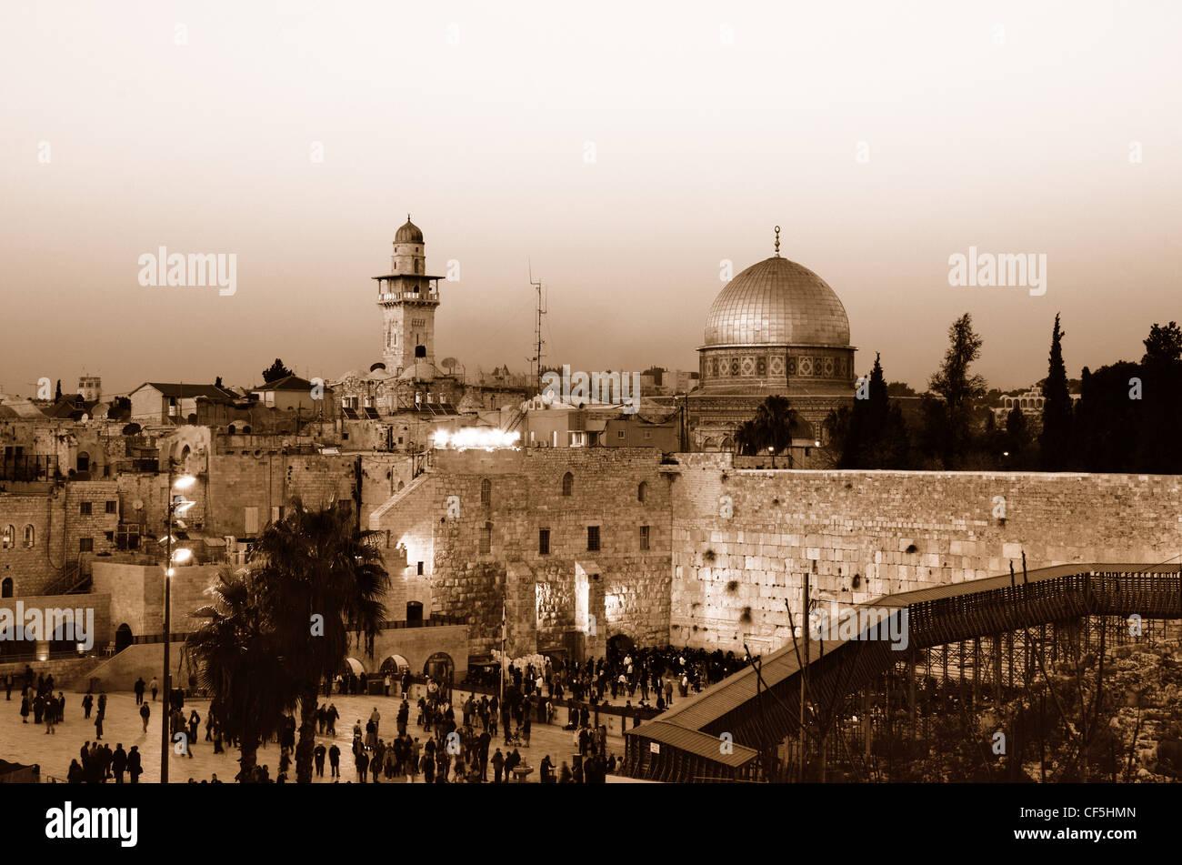 Vue sur le mur des lamentations et le dôme du Rocher, dans la vieille ville de Jérusalem, Israël. Photo Stock