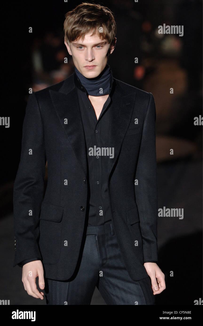 promotion spéciale la réputation d'abord chaussures élégantes Vêtements pour homme Gucci Milan un homme blond W portant un ...