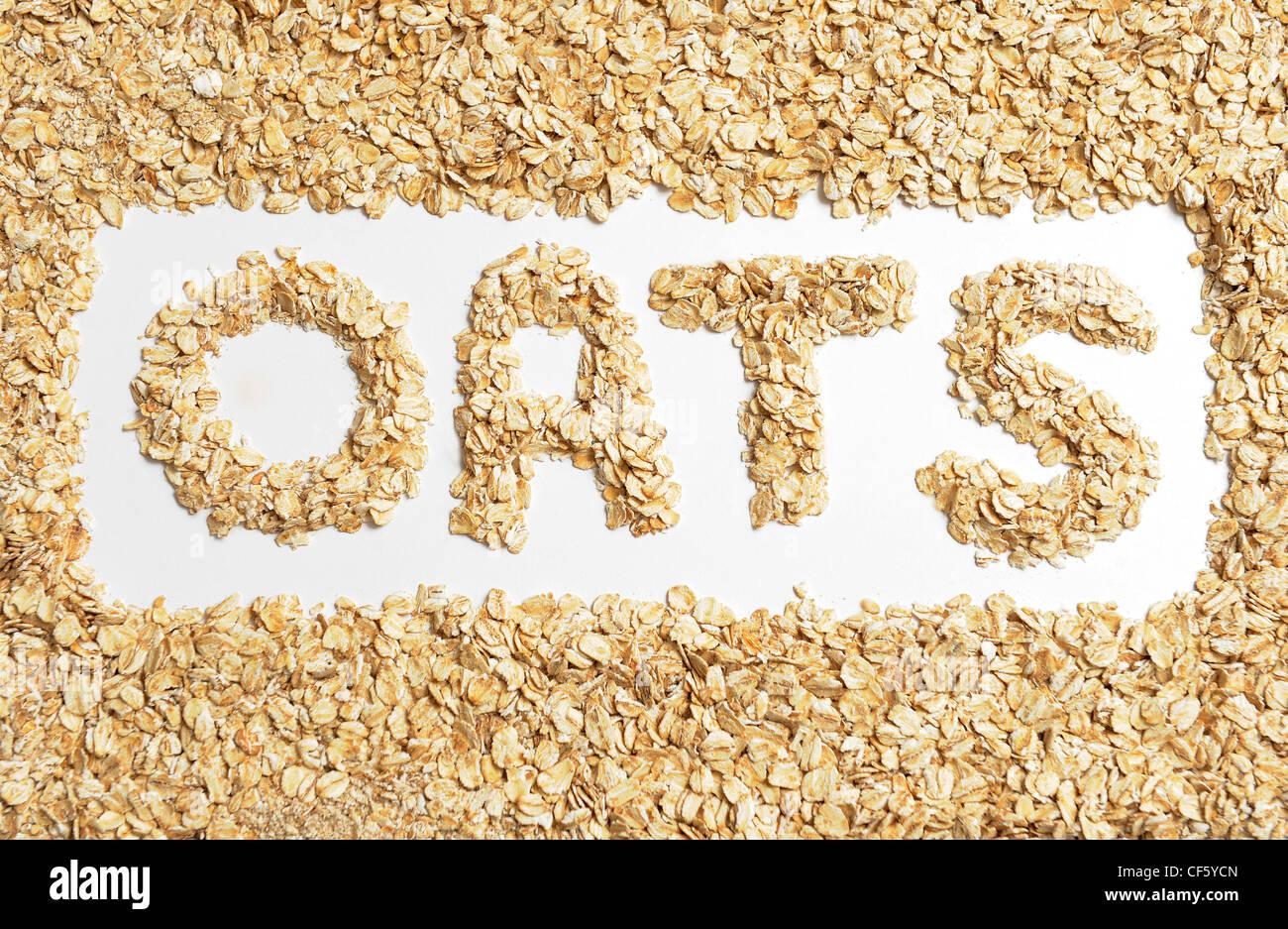Encore une image de la vie d'avoine porridge à sec avec le mot avoine épeautre au milieu Banque D'Images