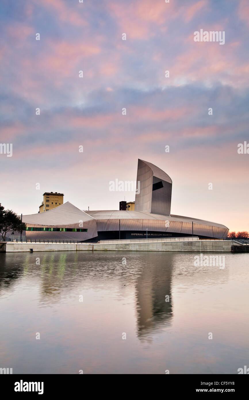 Imperial War Museum North (IWM North) dans un bâtiment conçu par Daniel Libeskind à Salford Quays. Photo Stock