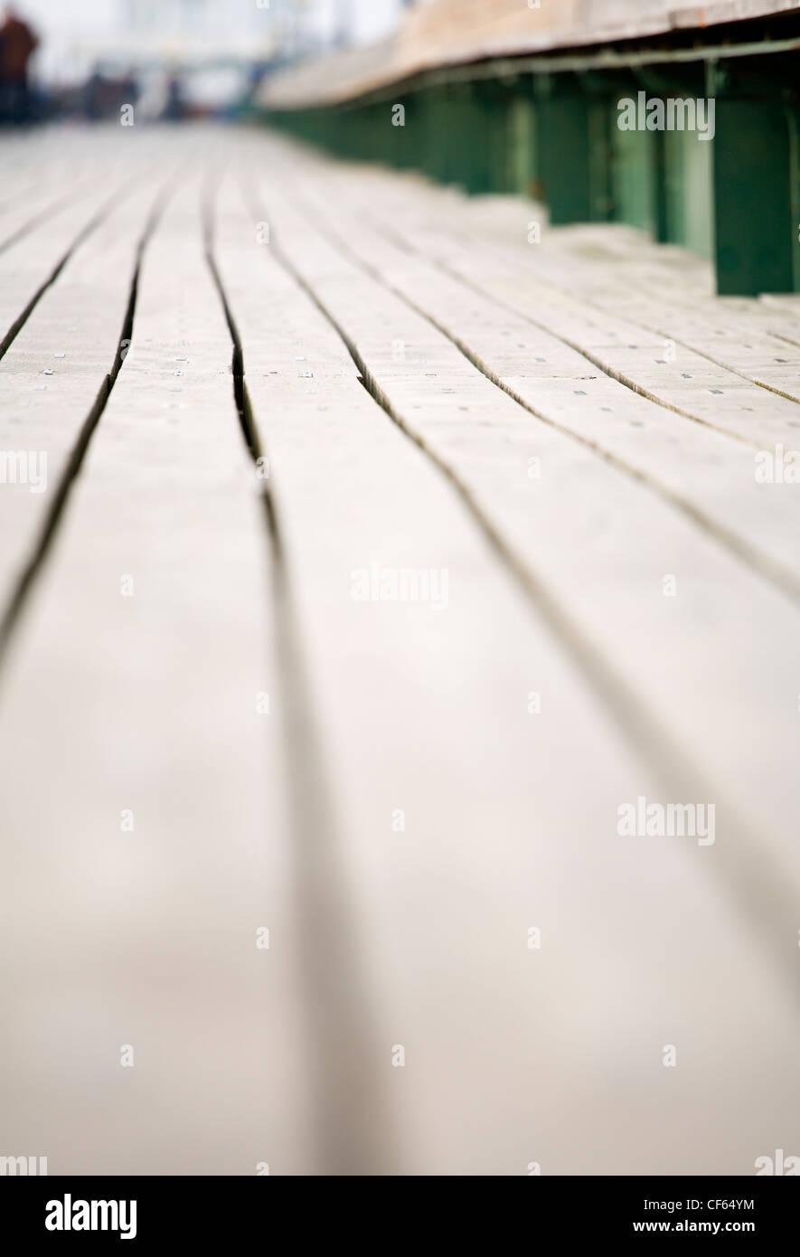 Long View le long de la lame de terrasse de Clevedon Pier, le seul parfaitement intact, Grade 1 pier énumérées Photo Stock