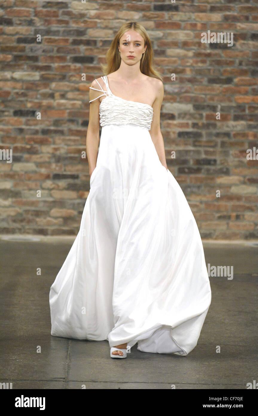 256670adbbc7 Narciso Rodriguez New York Prêt à Porter Automne Hiver Model Raquel  Zimmermann de longs cheveux blonds