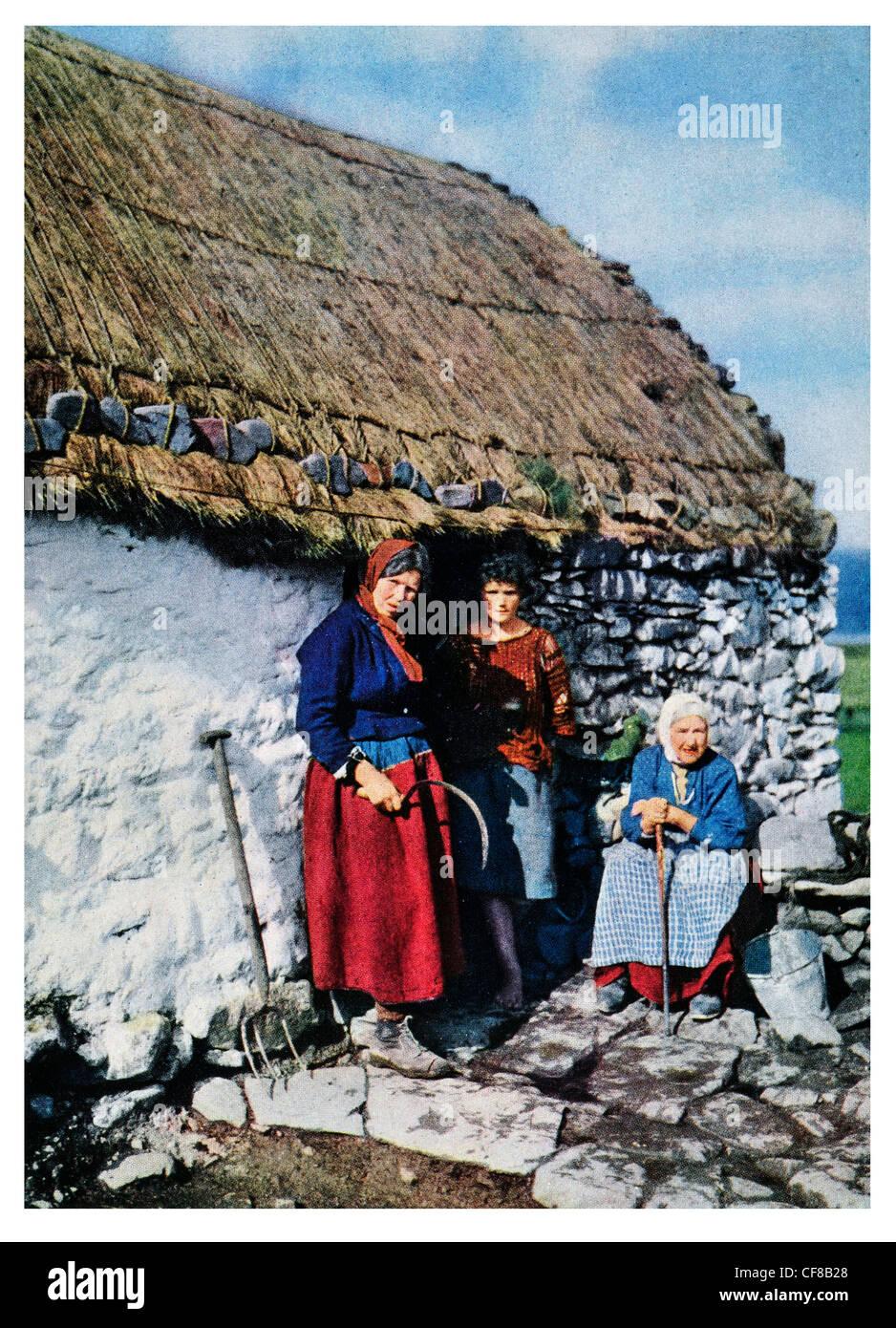 1927 Trois générations de Connemara cottage accueil paysan Photo Stock