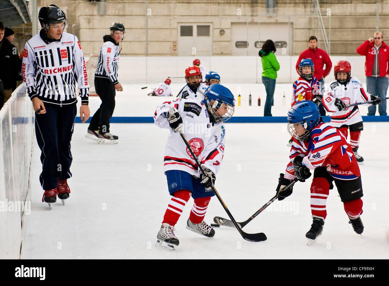 Jeu de hockey sur glace, Sonogno, Suisse Photo Stock