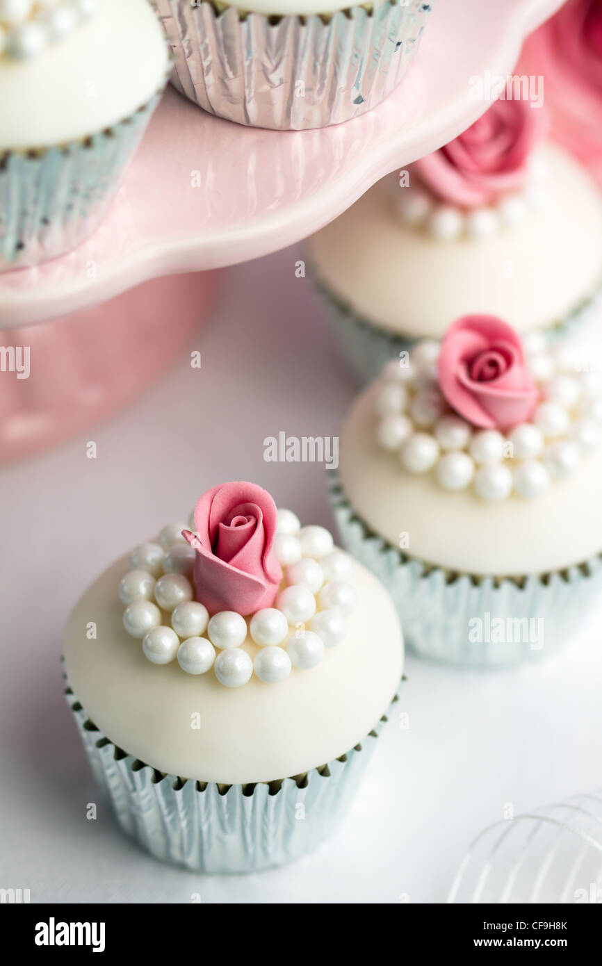 Petits gâteaux de mariage Photo Stock