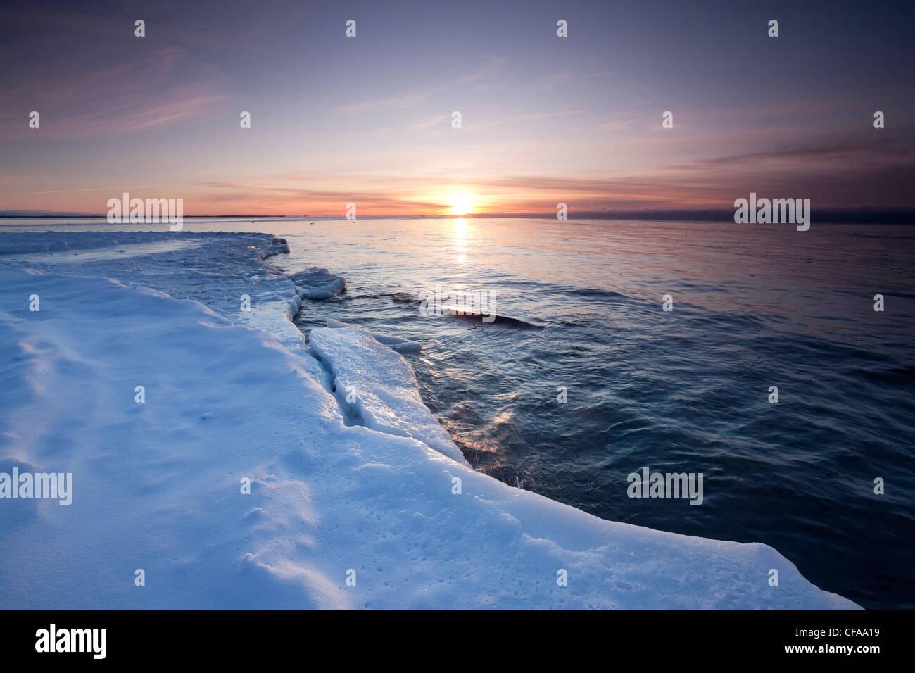 A l'aube d'hiver sur les rives du lac Ontario dans le parc provincial Presqu'île, de l'Ontario, Photo Stock