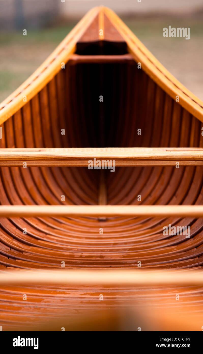 Un coup de feu en bas de la longueur d'une bande de toile de cèdre en canot. Photo Stock