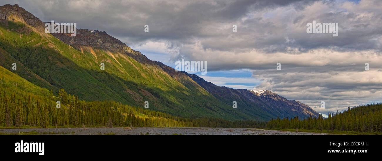 Vue panoramique d'Annie Lake, près de Whitehorse, au Yukon. Banque D'Images