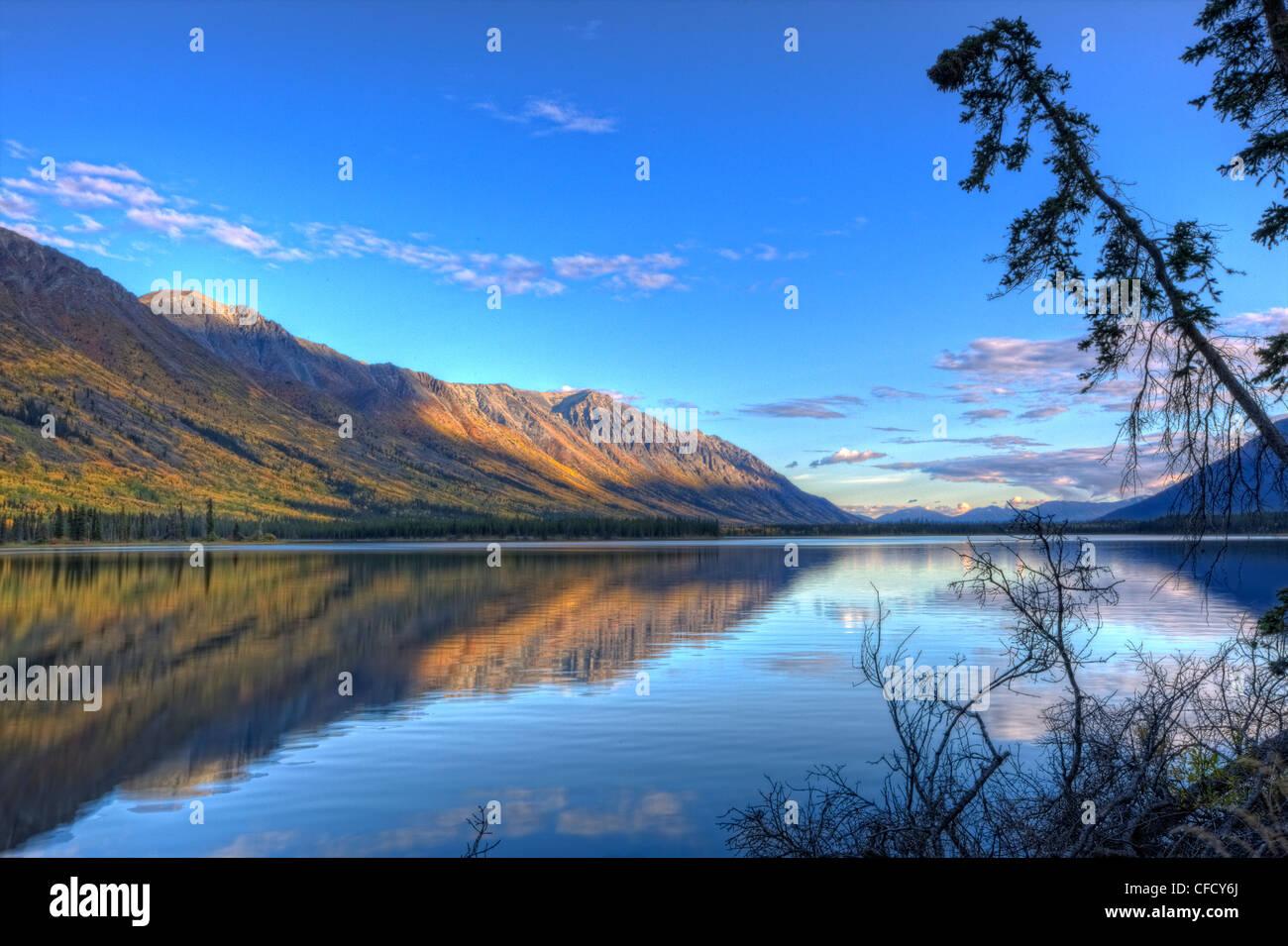 Soirée d'été tranquille, Annie Lake, Yukon, Canada. Banque D'Images