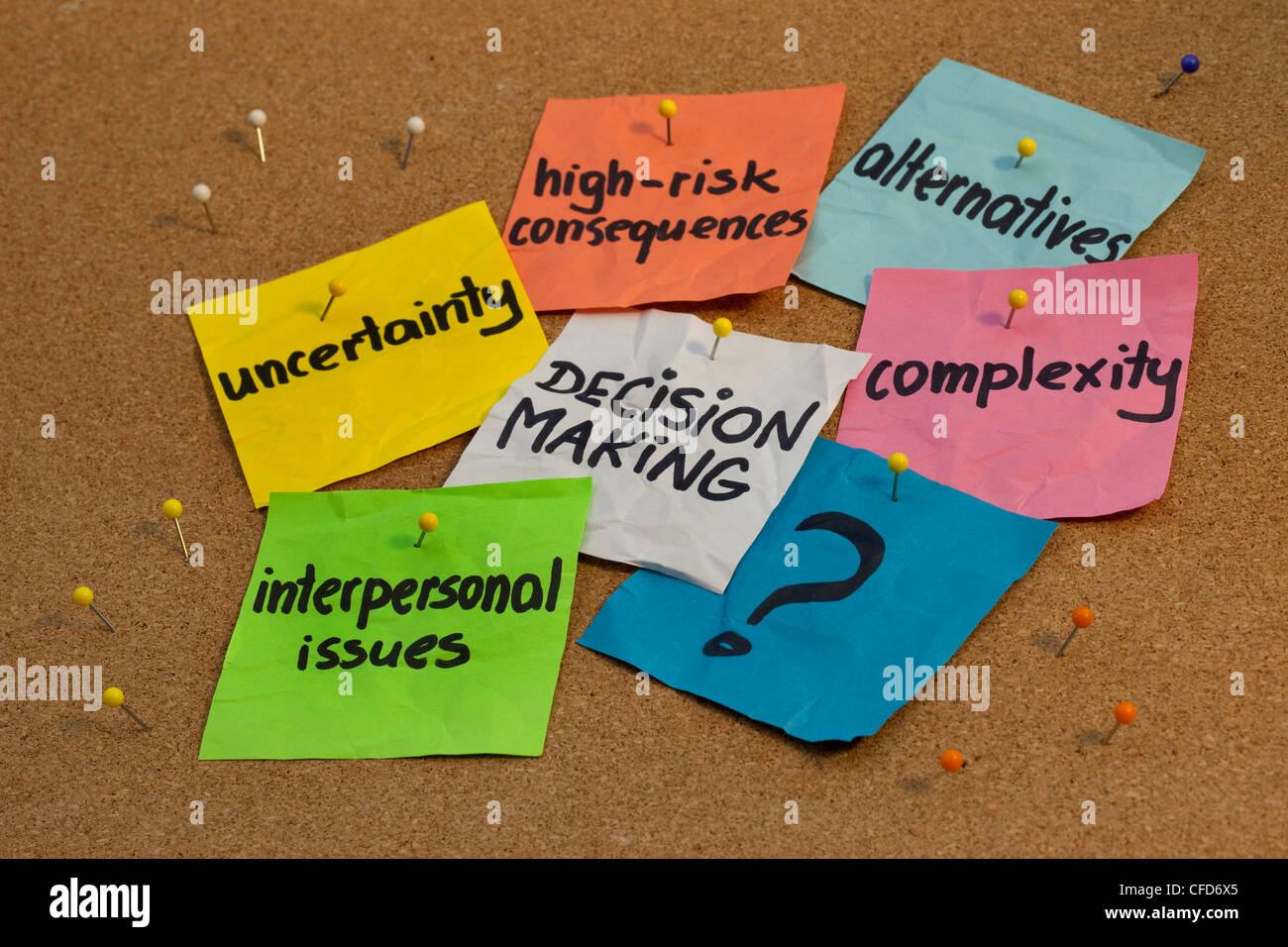Problèmes dans le processus décisionnel - l'incertitude, les alternatives, les conséquences des Photo Stock