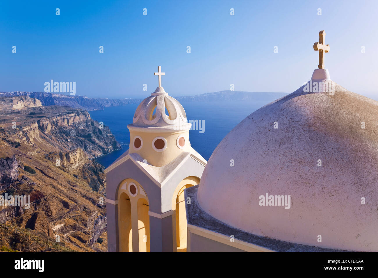 Église orthodoxe grecque à Fira, Santorin (thira), Cyclades, Mer Égée, îles grecques, Grèce, Photo Stock