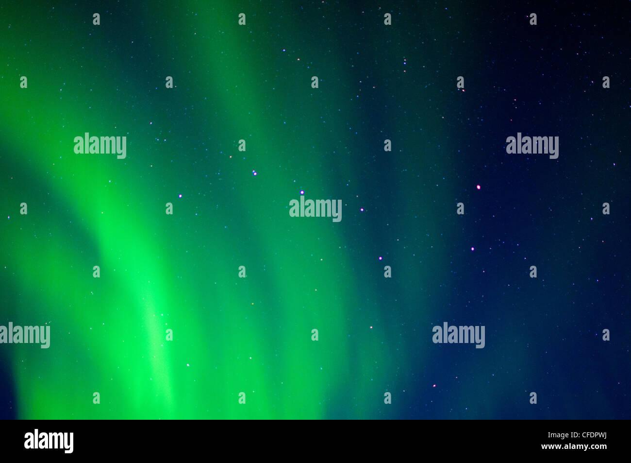 Grande Ourse et les aurores boréales, les terres stériles, les Territoires du Nord-Ouest, de l'Arctique Photo Stock