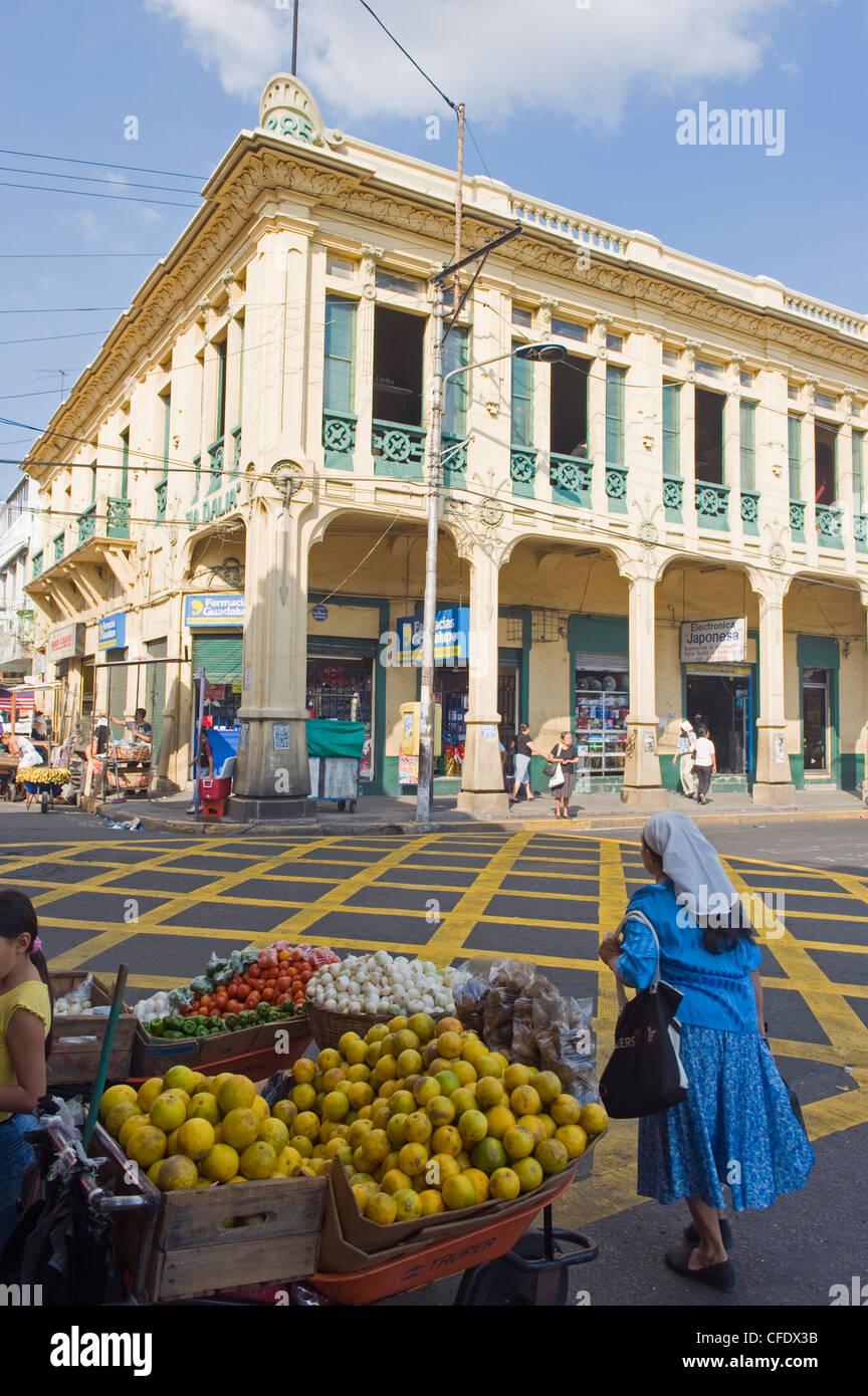 Marché de rue dans le centre-ville de San Salvador, El Salvador, l'Amérique centrale Photo Stock