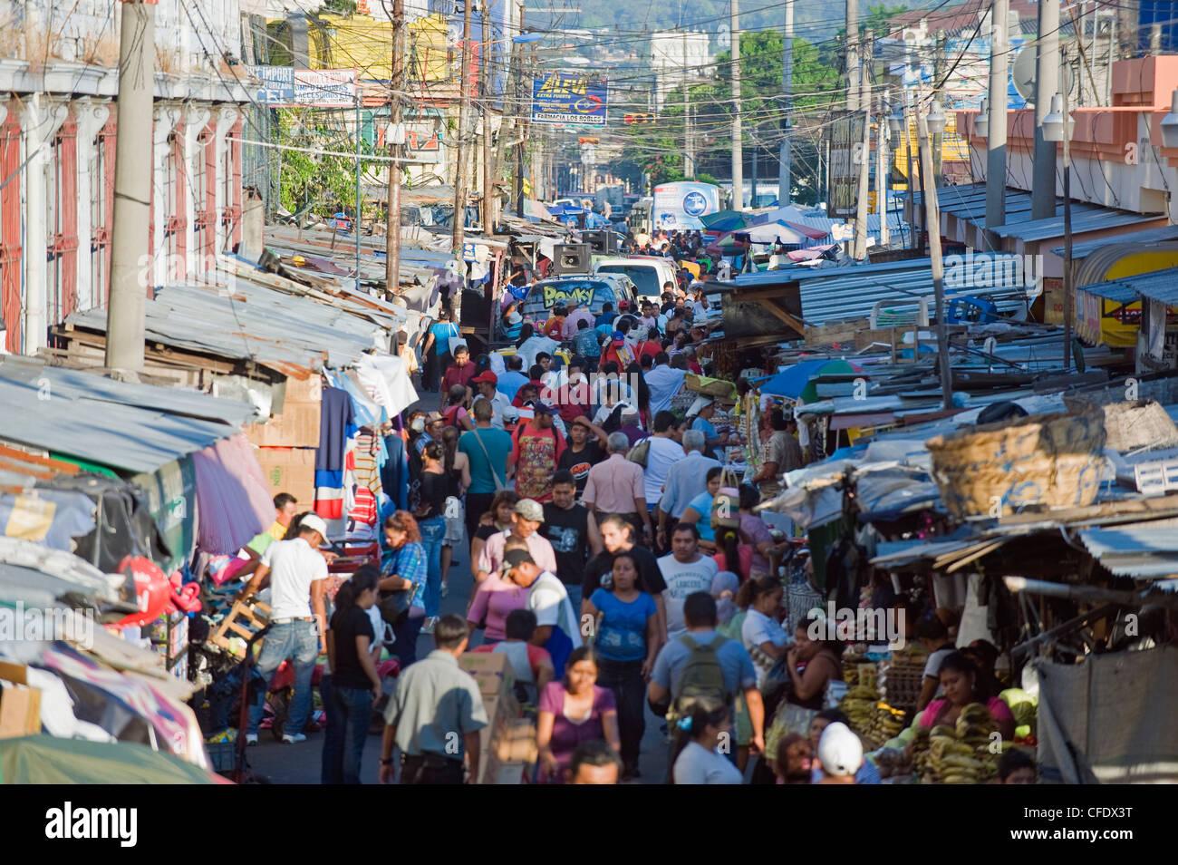 Marché de rue, San Salvador, El Salvador, l'Amérique centrale Photo Stock