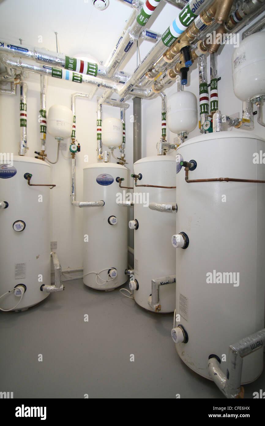 L'installation de chauffage de l'eau moderne pour les grands complexes hôtel ou bureau Photo Stock