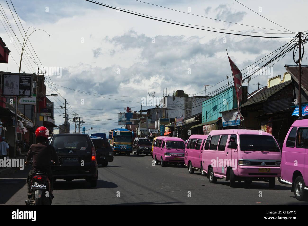 Chariot (van) dans la rue. Java, Indonésie, Asie, Pacifique Sud. Banque D'Images