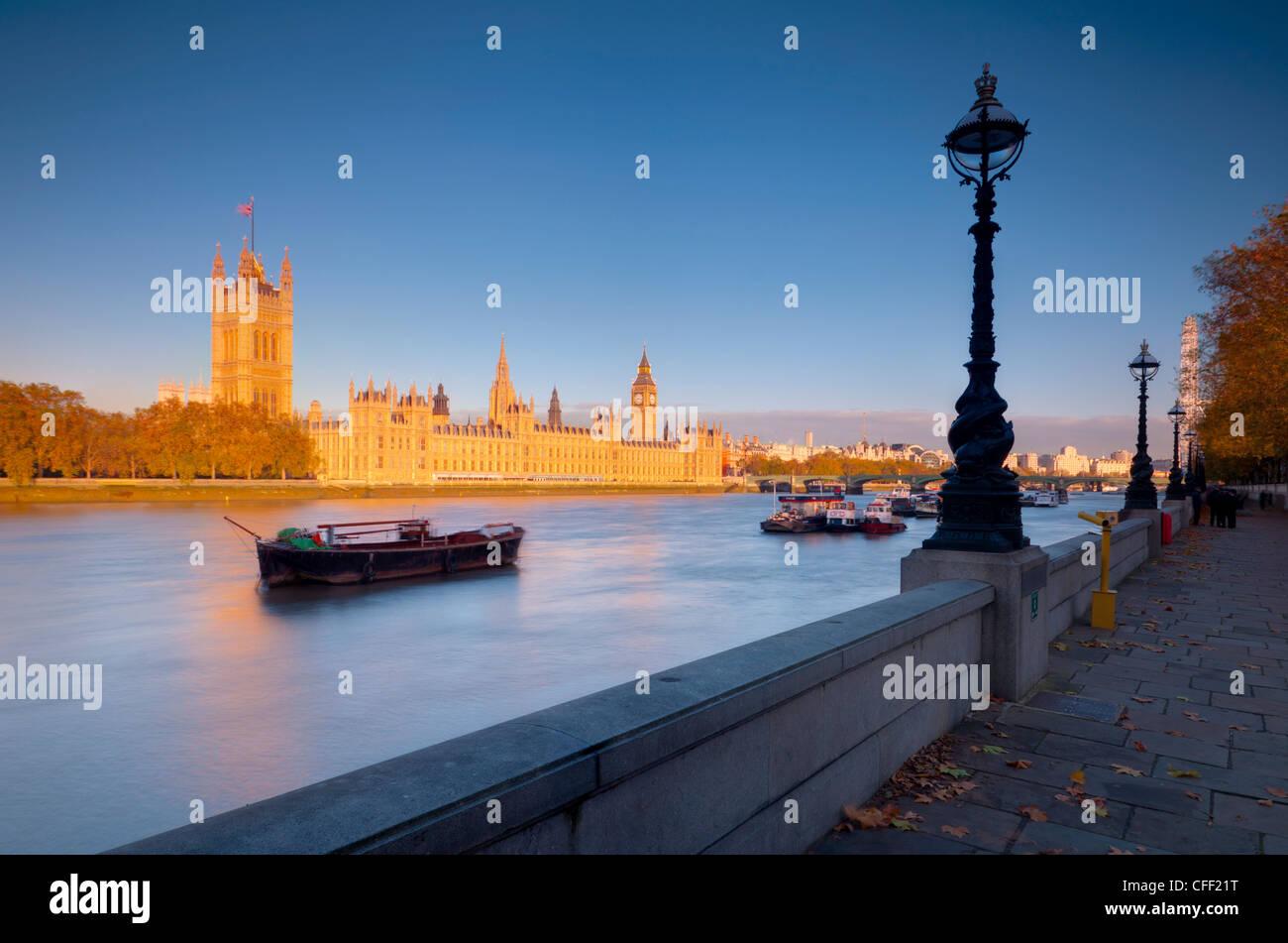 Chambres du Parlement et de la Tamise, Londres, Angleterre, Royaume-Uni, Europe Photo Stock
