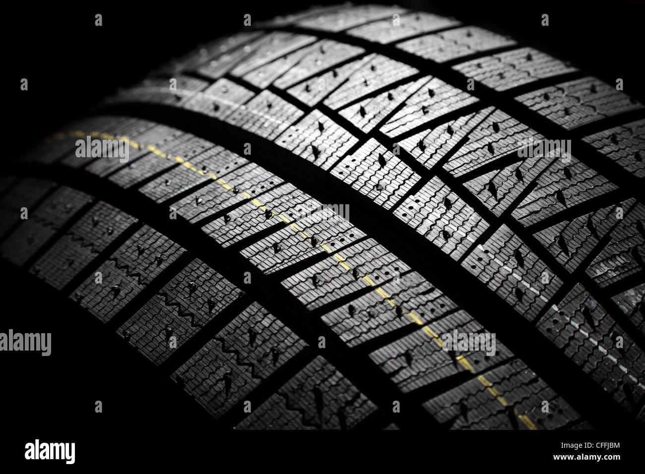 Nouvelle marque moderne de haute performance des pneus d'hiver pour la voiture. Banque D'Images