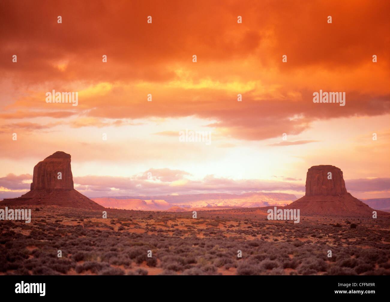 Coucher du soleil sur Monument Valley Photo Stock