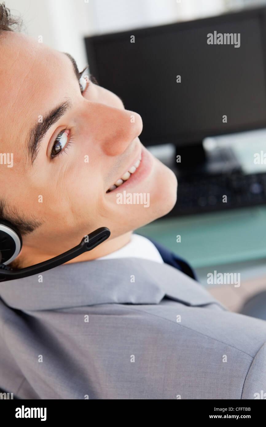 Portrait of a handsome businessman avec un casque Banque D'Images