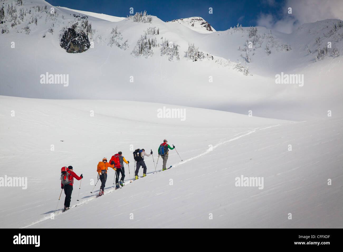 La raquette sur le sentier de raquette Ridge Mazama sur le mont Rainier dans l'état de Washington Photo Stock