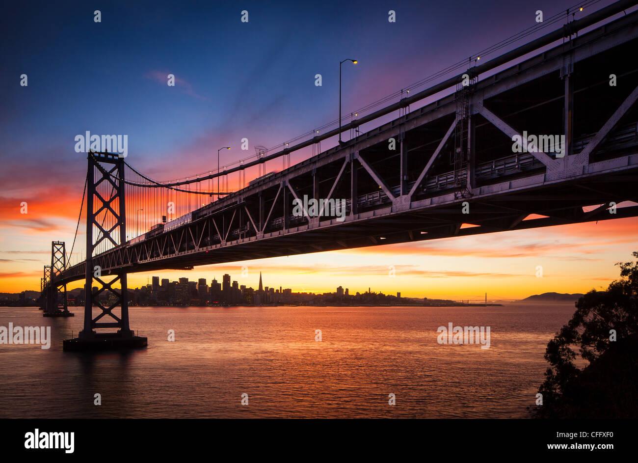 Le San Francisco - Oakland Bay Bridge (connu localement sous le Bay Bridge) Photo Stock