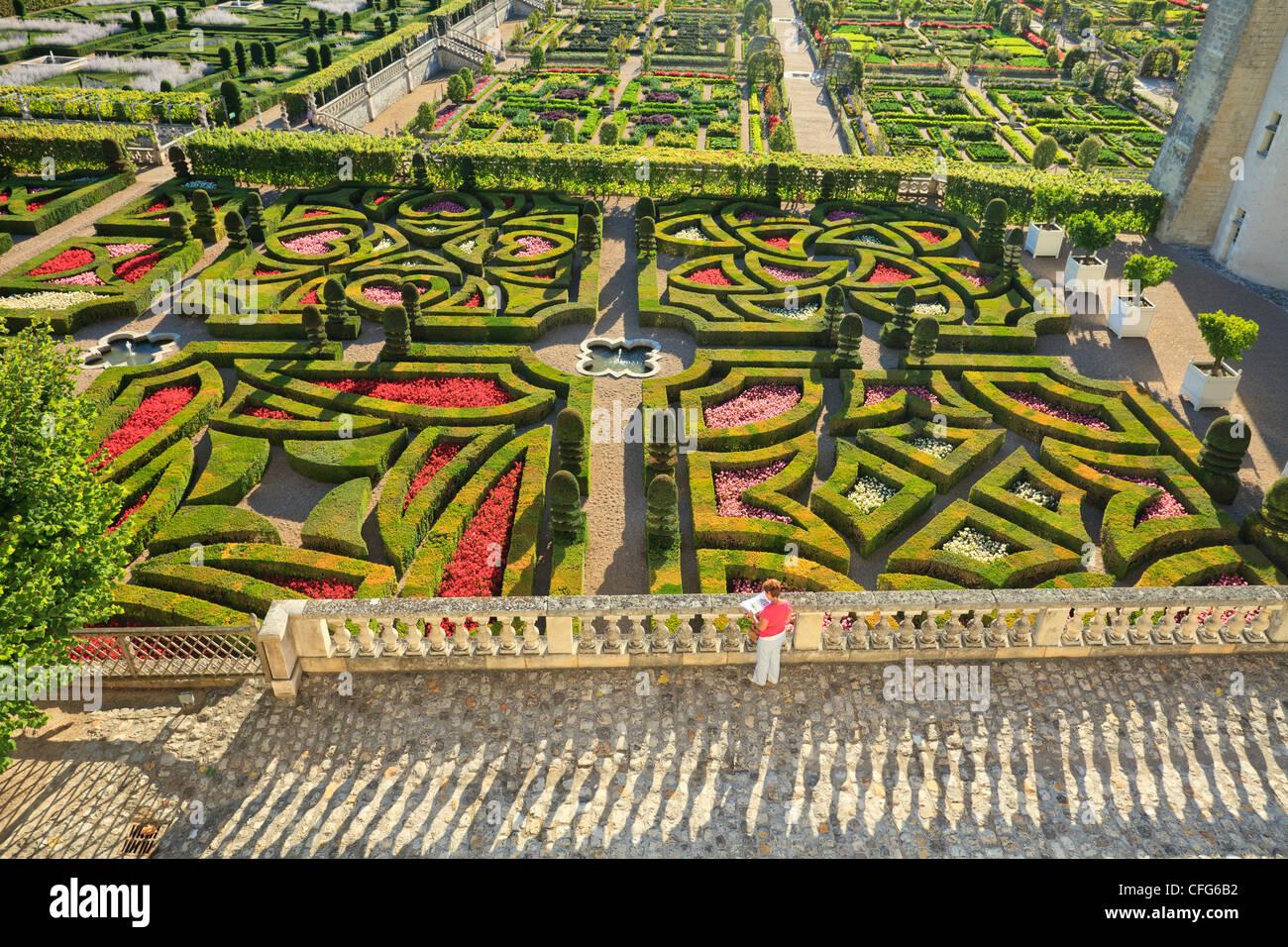 La France Les Jardins De Villandry Chateau Dans L Avant Plan Le