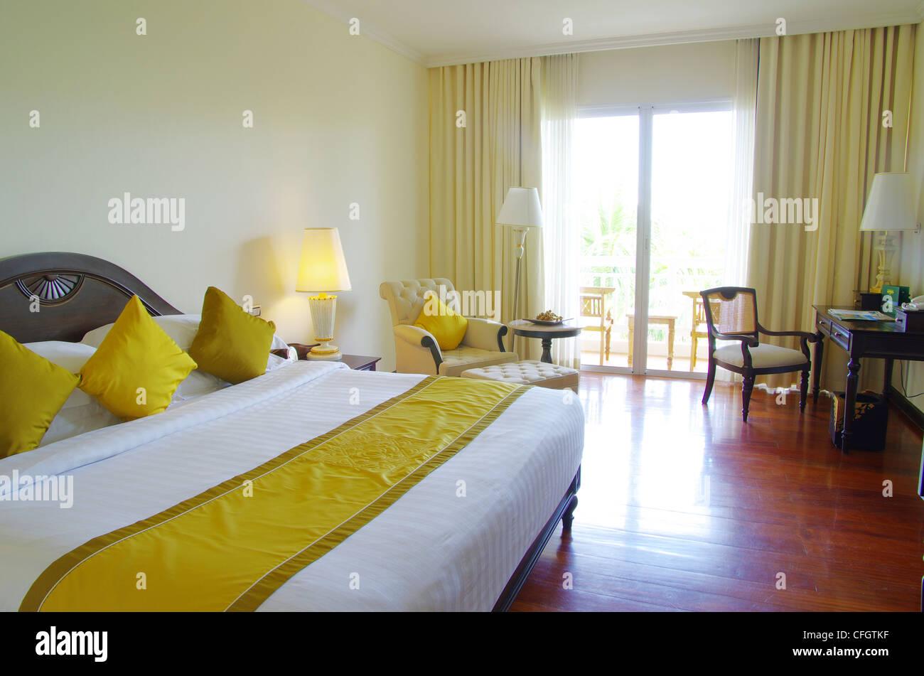 Chambre d\'hôtel de luxe avec lit d\'intérieur Banque D\'Images, Photo ...