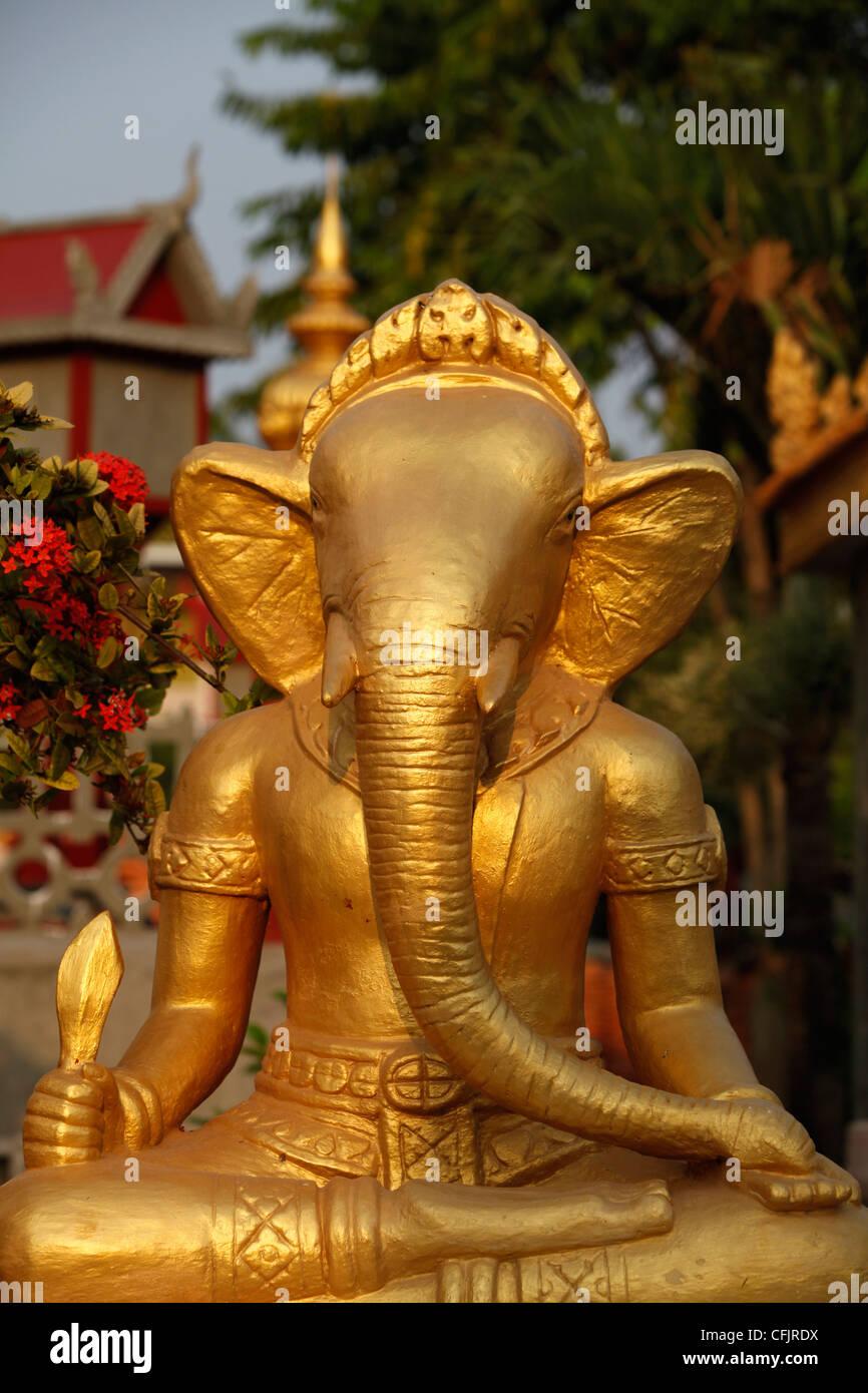 Statue Ganesh dans Wat Deydos, Kompong Cham, Cambodge, Indochine, Asie du sud-est Photo Stock