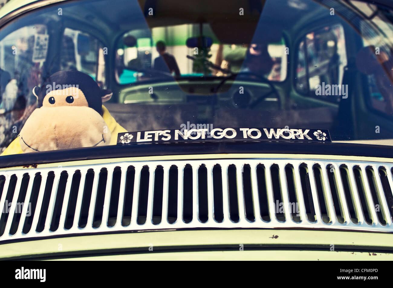 Un autocollant de vitre de voiture avec ours photo stock