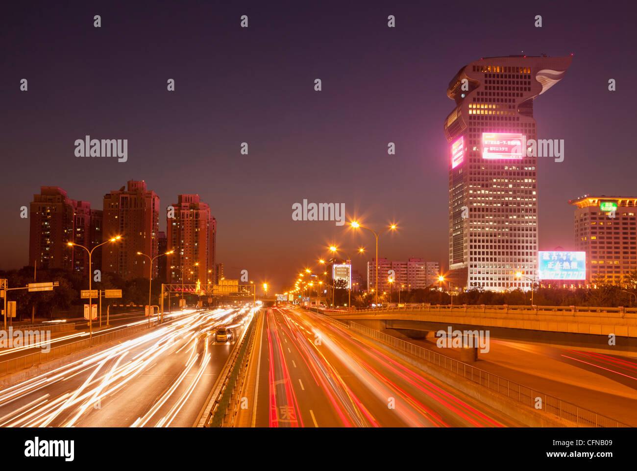 Le trafic important et des sentiers à travers le centre-ville, Beijing, China, Asia Photo Stock